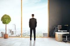 Homem de negócios no escritório criativo Foto de Stock