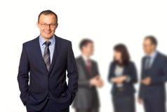 Homem de negócios no fundo dos trabalhadores Fotografia de Stock Royalty Free