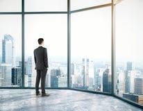 Homem de negócios no quarto Fotografia de Stock Royalty Free