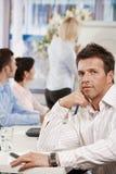 Homem de negócios no quarto de reunião Fotografia de Stock Royalty Free