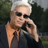 Homem de negócios no telefone de pilha. Fotos de Stock Royalty Free