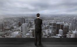 Homem de negócios no telhado Foto de Stock Royalty Free