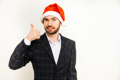 Homem de negócios no terno com o chapéu de Santa na cabeça Isolado sobre o fundo branco Fotografia de Stock