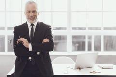 Homem de negócios no trabalho no escritório Estilo de vida incorporado fotografia de stock royalty free