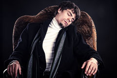 Homem de negócios novo bem sucedido adormecido Imagens de Stock Royalty Free