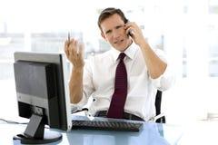 Homem de negócios novo bem sucedido no telefone Imagens de Stock