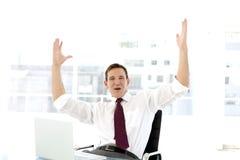 Homem de negócios novo bem sucedido no telefone Foto de Stock