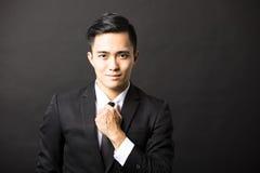 Homem de negócios novo On Black Background Fotografia de Stock