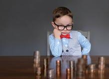 Homem de negócios novo com dinheiro fotografia de stock royalty free