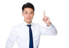 Homem de negócios novo com o dedo que aparece Foto de Stock Royalty Free