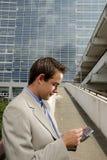 Homem de negócios novo com PDA Imagens de Stock