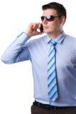 Homem de negócios novo com um telefone móvel Fotografia de Stock Royalty Free