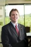 Homem de negócios novo confiável Fotografia de Stock Royalty Free