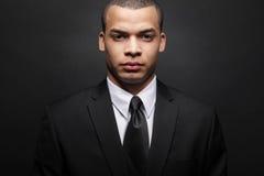 Homem de negócios novo do African-American no terno preto. Foto de Stock Royalty Free