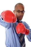 Homem de negócios novo do americano africano, luvas de encaixotamento fotografia de stock