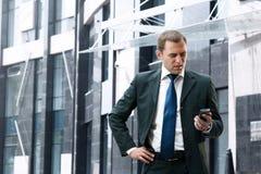 Homem de negócios novo e bem sucedido Foto de Stock Royalty Free