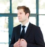Homem de negócios novo ereto Imagem de Stock