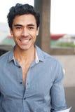 Homem de negócios novo feliz do latino fotografia de stock royalty free