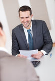 Homem de negócios novo na entrevista Fotografia de Stock Royalty Free