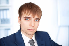 Homem de negócios novo no escritório Foto de Stock