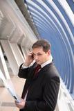 Homem de negócios novo no escritório Fotos de Stock Royalty Free