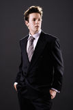 Homem de negócios novo no pensamento do terno Imagens de Stock Royalty Free
