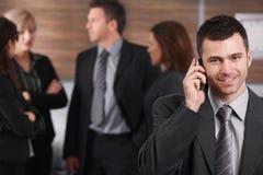 Homem de negócios novo no telefone Foto de Stock Royalty Free
