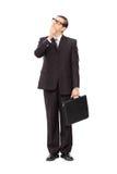 Homem de negócios novo profundamente no pensamento Imagens de Stock