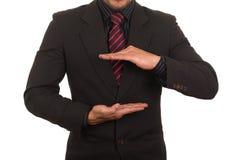 Homem de negócios novo que guarda o espaço vazio Fotografia de Stock Royalty Free