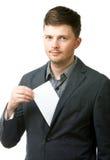Homem de negócios novo que prende o papel em branco Foto de Stock