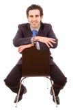 Homem de negócios novo que senta-se na cadeira Fotografia de Stock Royalty Free