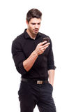 Homem de negócios novo que usa o smartphone. Fotos de Stock