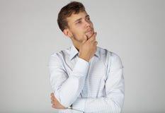 Homem de negócios novo referido sobre alguma edição Fotos de Stock