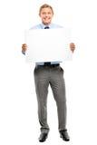Homem de negócios novo seguro que mantem a bandeira isolada nos vagabundos brancos fotos de stock
