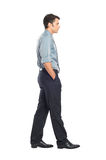 Homem de negócios novo Walking fotos de stock royalty free