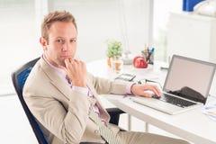 Homem de negócios pensativo Imagens de Stock Royalty Free