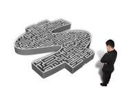 Homem de negócios pensativo que enfrenta o labirinto do símbolo do dinheiro 3d Fotos de Stock Royalty Free