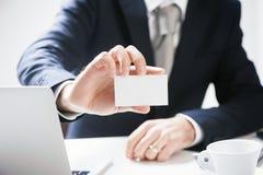 Homem de negócios Pick Business Card Fotos de Stock Royalty Free