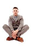 Homem de negócios positivo que senta equipado com pernas transversal Fotografia de Stock