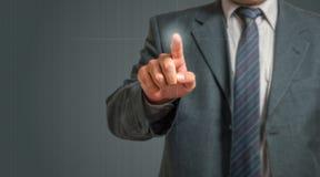 Homem de negócios Pressing Virtual Screen Imagens de Stock