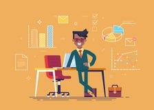 Homem de negócios preto que está de pernas cruzadas de inclinação em uma tabela com ícones do processo de negócios no fundo Vetor Imagem de Stock Royalty Free
