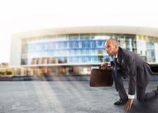 Homem de negócios pronto para começar Competição e desafio no conceito do negócio Fotografia de Stock Royalty Free