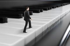 Homem de negócios que anda em chaves do piano Ilustração do Vetor
