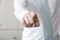 Homem de negócios que aponta o dedo Foto de Stock Royalty Free