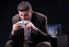 Homem de negócios que aprecia muito dinheiro Fotos de Stock Royalty Free