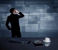 Homem de negócios que apresenta a estratégia na reunião Imagens de Stock