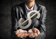 Homem de negócios que apresenta o símbolo do dólar Imagens de Stock