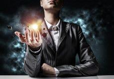 Homem de negócios que apresenta o sistema solar Fotos de Stock Royalty Free