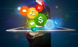 Homem de negócios que apresenta sinais modernos coloridos Imagem de Stock Royalty Free
