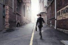 Homem de negócios que apressa-se em casa Fotos de Stock Royalty Free
